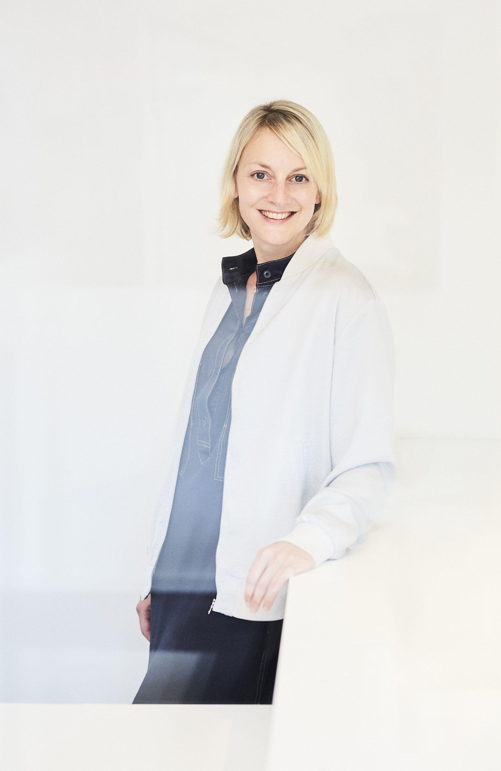 Porträt von Annika Hüllebrand.
